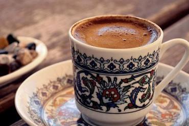 Bir Fincan Kahveye Bekleriz ….
